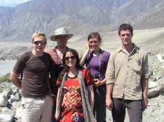Munshi_fieldtrip_Karakoram Highway_with European hikers